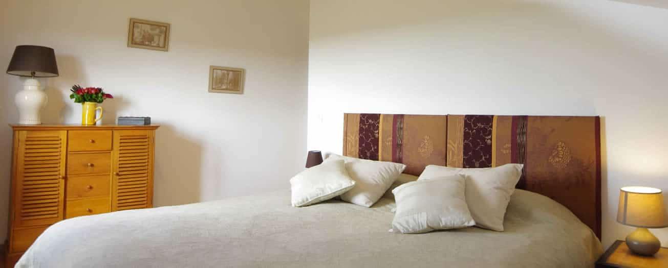 chambre au 2e étage avec lit 180cm et vue sur le Gers