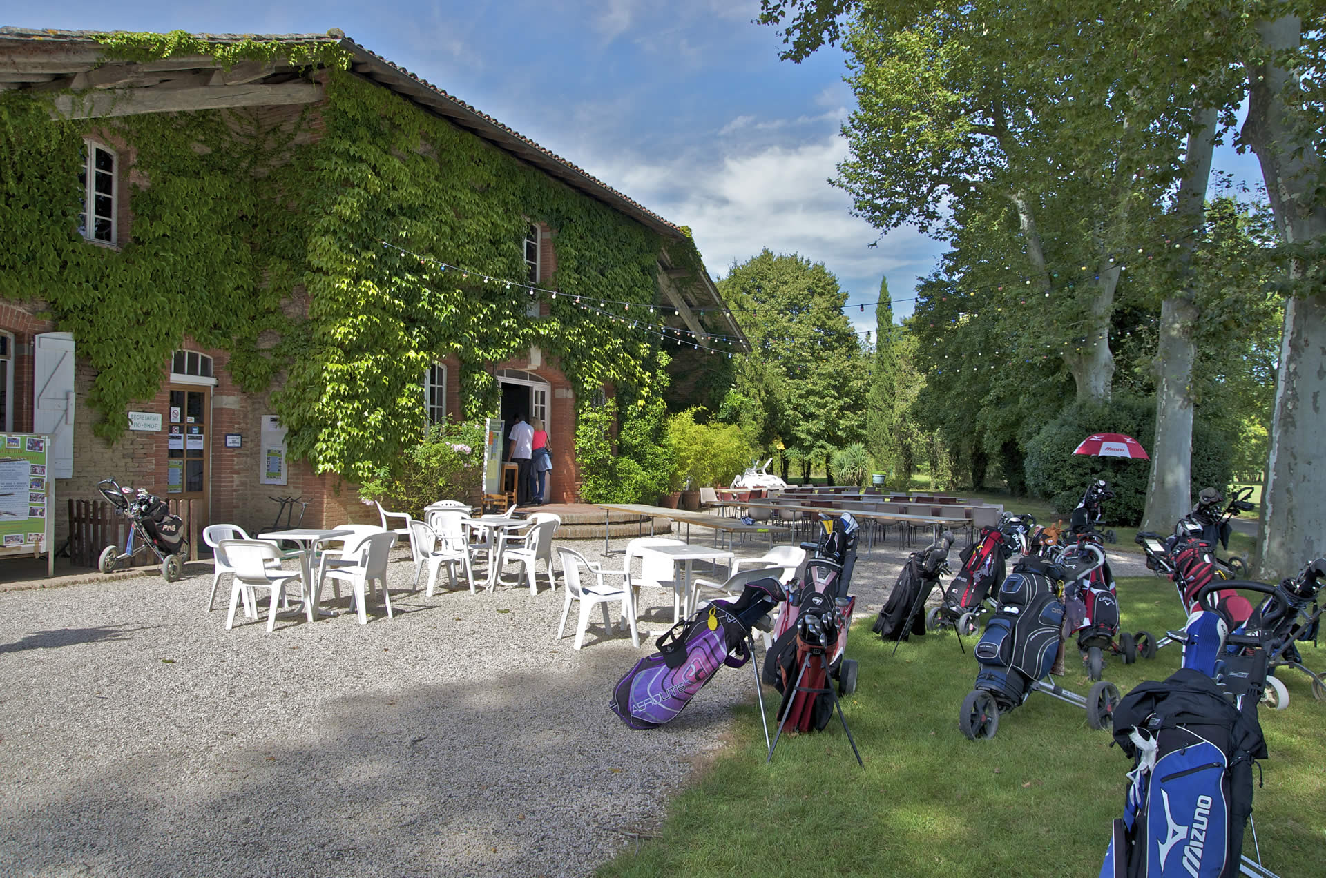 Las martines un golf priv l 39 isle jourdain domaine for Piscine l isle jourdain