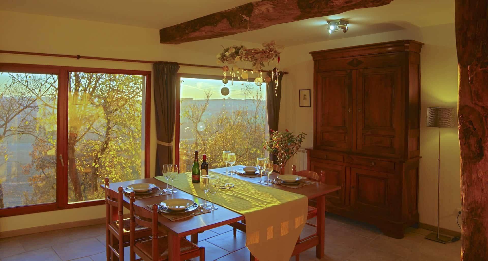 Gîte de charme - salon salle à manger poêle à bois