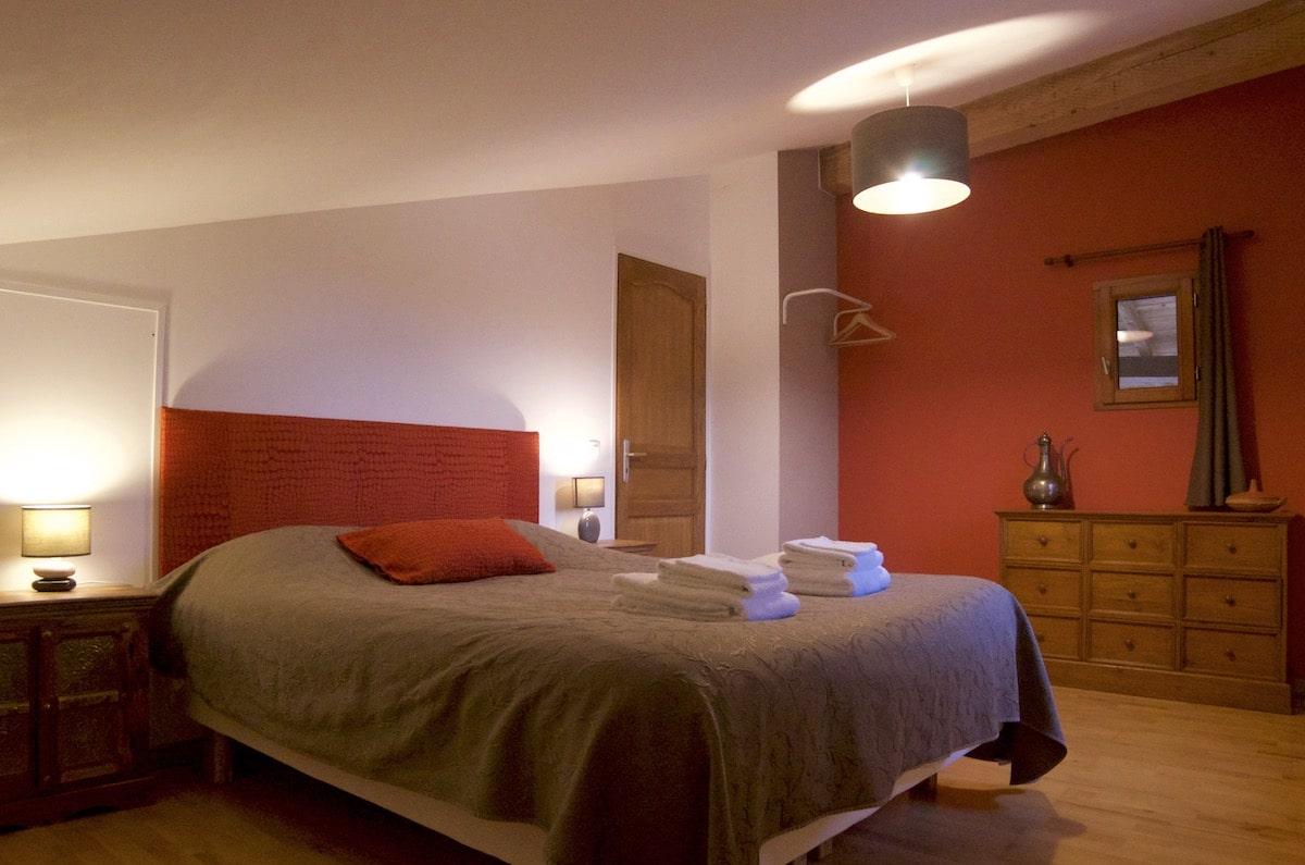 chambre-rouge-grand-gite-etage-2
