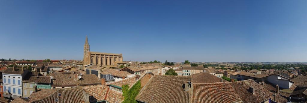 Beaumont de Lomagne : Notre Dame de l'Assomption, sa halle et son marché