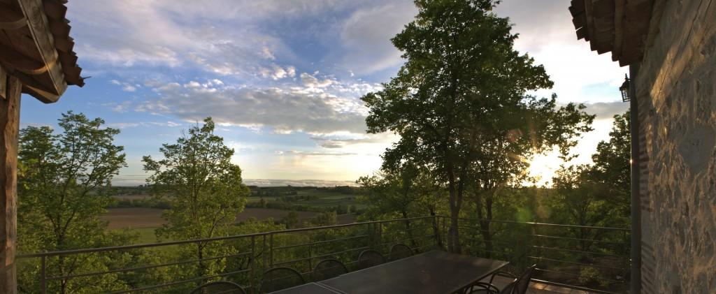 Terrasse côté sud vue sur le Gers