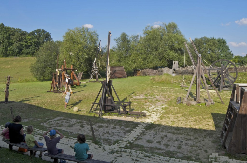catapultes, trébuchets, machines de guerre à larressingle