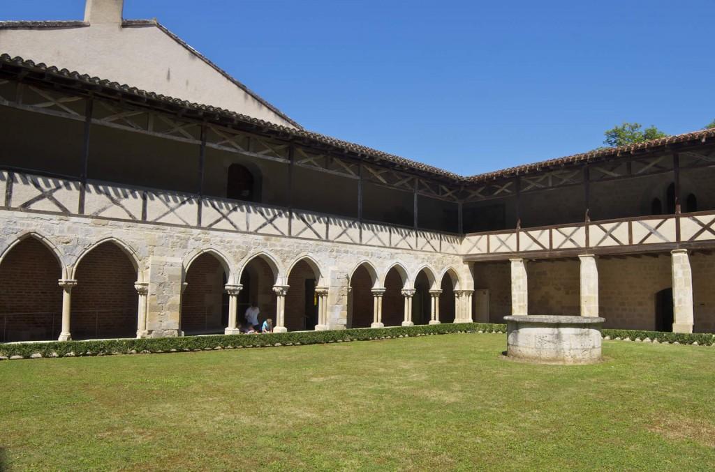 Cloitre à étage de l'abbaye de Flaran