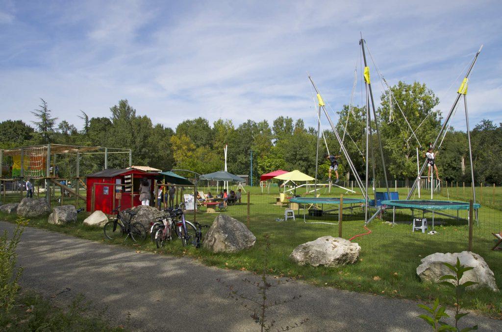 lac de l'isle-jourdain - parc accrobonds - jeux pour enfants