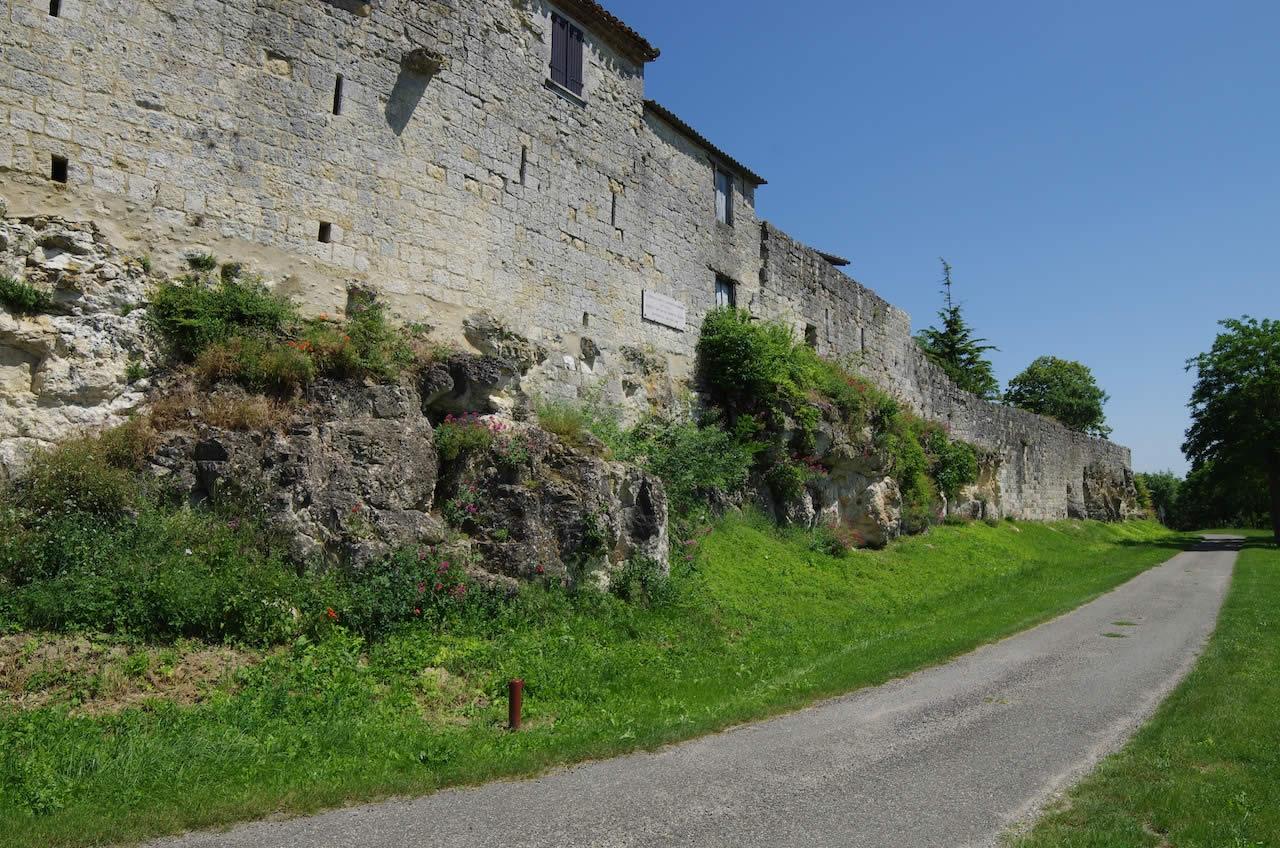 remparts fortifiés à maubec