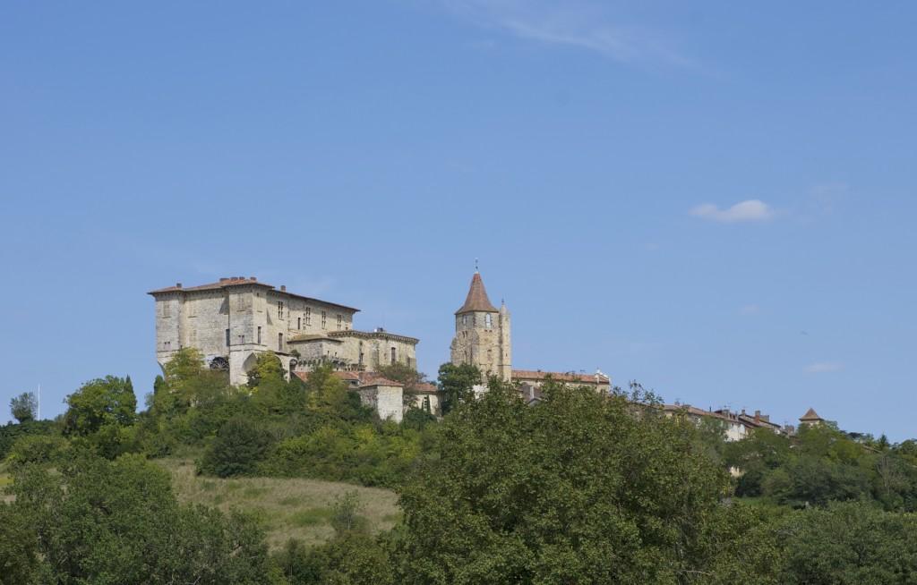 Le château et le village de Lavardens...