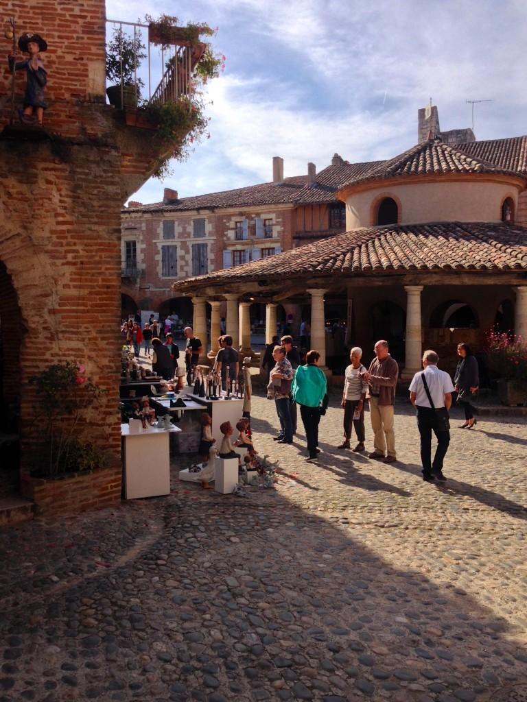 Potiers et artisans autour de la halle