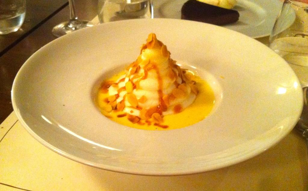 Dessert, île flotante et caramel au beurre salé