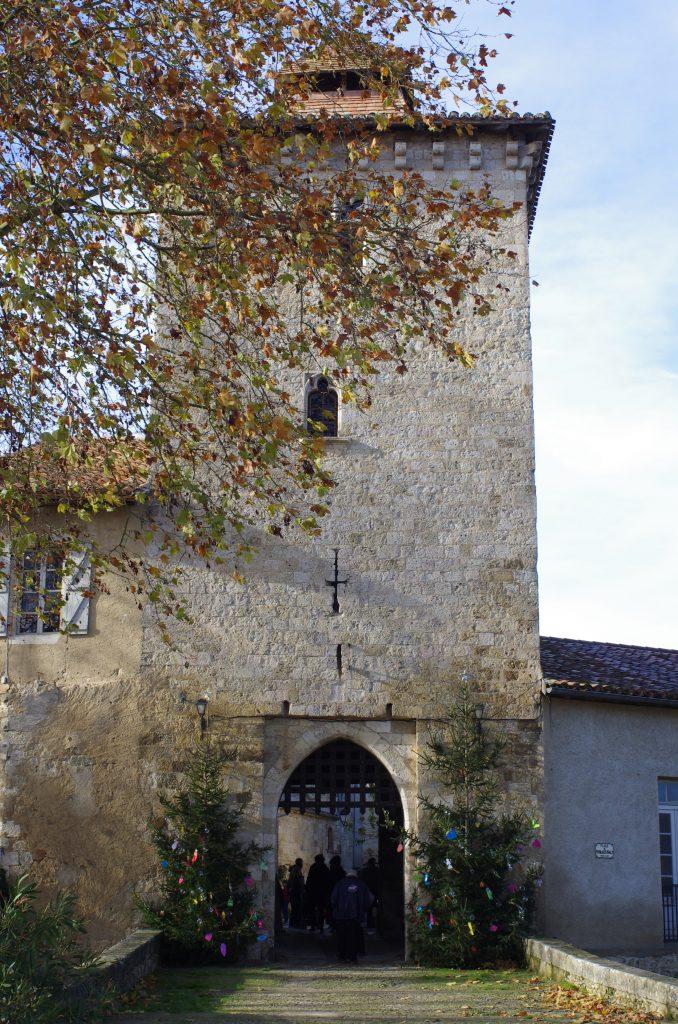 Entree du village medieval de Sarrant