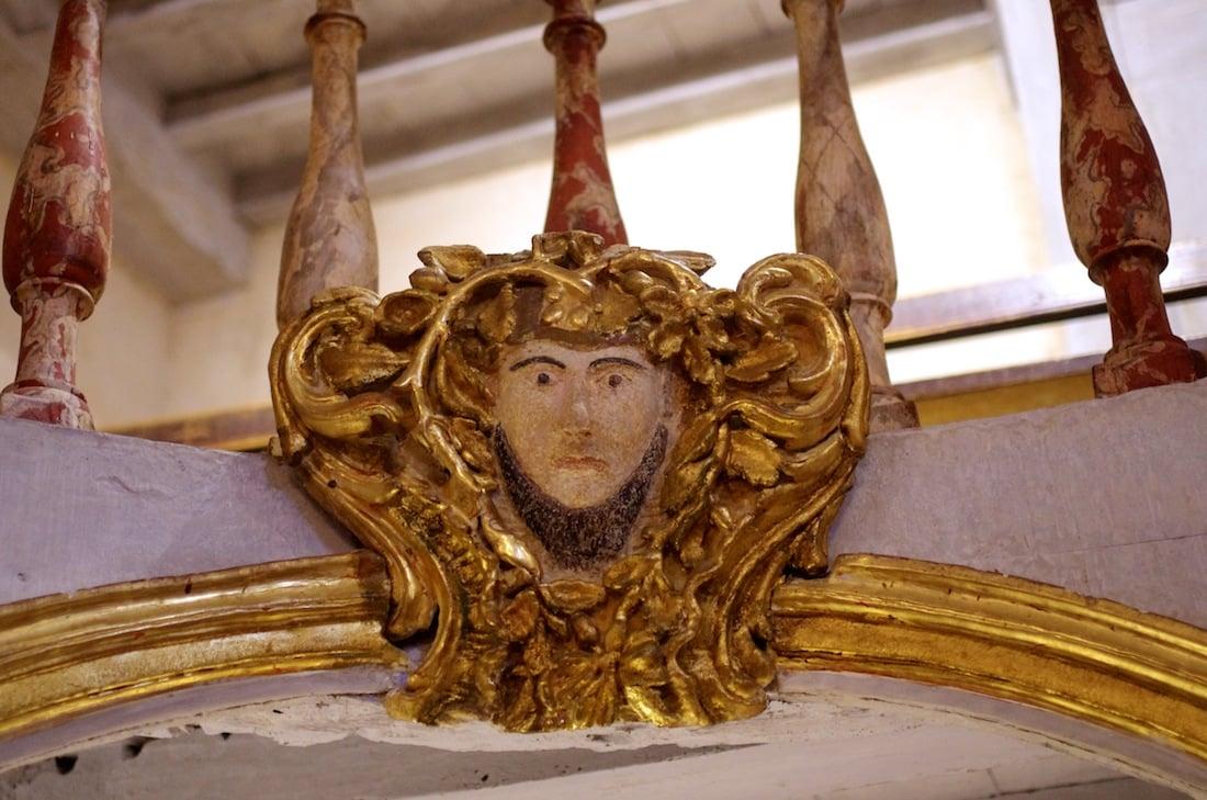 Ornement doré, église Lachapelle, Gite de charme
